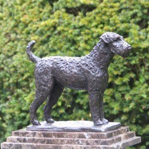 Airdale terrier, brons - Yvonne Piller
