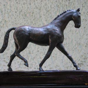 Dressuurpaardje, ca 30 cm hoog - Yvonne Piller