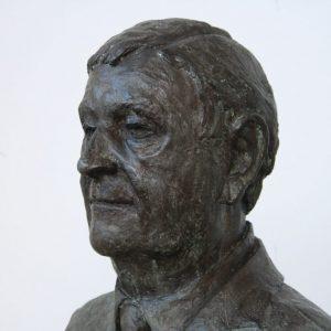 Portret in brons van Paul Scholz hoogte 40 cm